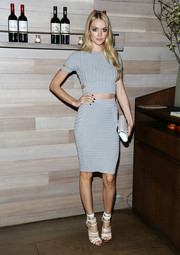 Lindsay Ellingson looked super sexy in her matching knit skirt and crop-top.