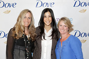 Lisa Ling kept it sleek and simple by letting her shiny ebony locks loose to showcase her subtle layers during the Dove Launch.