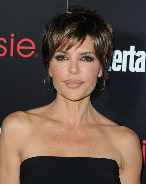 Lisa Rinna Layered Razor Cut [hair,face,hairstyle,eyebrow,chin,beauty,lip,forehead,shoulder,premiere,lisa rinna,nominees,essie - arrivals,nominees,sag awards,chateau marmont,tnt tbs,entertainment weekly,entertainment weekly celebration honoring this year,celebration]