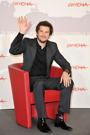 Black patent leather ankle boots gave Guillaume Canet's look a little extra polish.