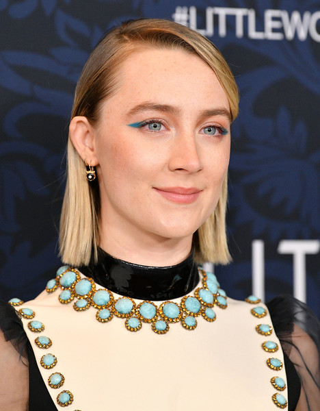Saoirse Ronan kept it super simple with this side-parted straight cut at the world premiere of 'Little Women.'