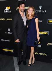 Jennifer Westfeldt paired black platform peep-toes with a blue cocktail dress for a simple yet elegant finish at the Art Mere Art Pere Night.