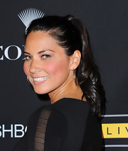 Olivia Munn showcased her simple ponytail, which surprising looks elegant and chic.