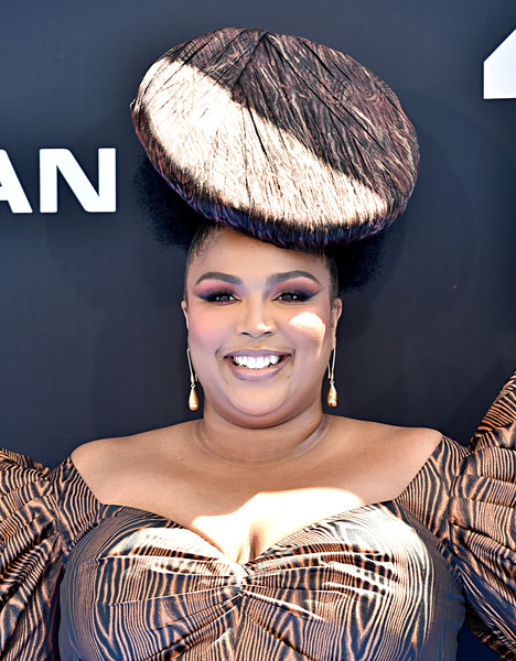 Lizzo Gold Dangle Earrings [hair,hairstyle,beauty,fashion,lip,headgear,smile,bangs,hat,fashion accessory,bet awards,microsoft theater,los angeles,california,arrivals,lizzo]