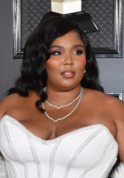 Lizzo Long Curls [hair,white,shoulder,lady,lip,beauty,black hair,hairstyle,chin,joint,arrivals,lizzo,staples center,los angeles,california,annual grammy awards,lizzo,grammy awards,staples center,beauty,2020,celebrity,image,photograph,skin care]