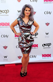 Kelly Osbourne attended the 2012 NewNowNext Awards wearing a pair of black peep toe pumps.