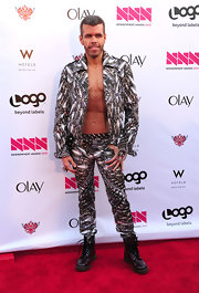 Perez Hilton flaunted his fab abs in this edgy print suit at the 2012 NewNowNext Awards.