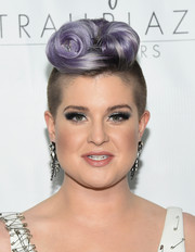 Kelly Osbourne never bores with her hairstyles. For the Trailblazer Honors, she styled her purple locks into a funky rolled fauxhawk.