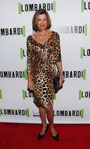 Wendy certainly made a statement in the hottest print of the fall season. She let her  leopard print dress take center stage by pairing it with pointed black pumps.