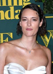 Phoebe Waller-Bridge wore her hair in a curly bob at the 2017 London Evening Standard Theatre Awards.