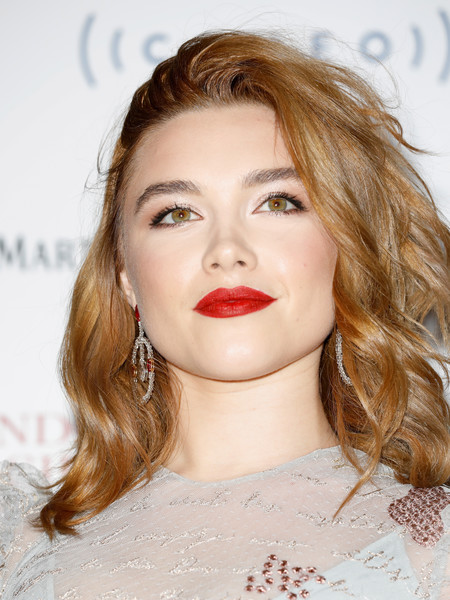 Florence Pugh looked gorgeous with her teased waves at the 2018 London Film Critics' Circle Awards.