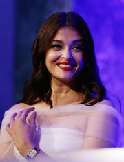 Aishwarya Rai looked lovely wearing this loose, center-parted hairstyle at the Longines DolceVita Asia Pacific launch.