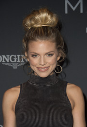 AnnaLynne McCord was retro-glam at the Longines Masters Gala wearing this loose top bun.