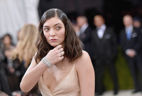 Lorde Diamond Bracelet [manus x machina: fashion in an age of technology costume institute gala,hair,face,fashion,beauty,lady,fashion model,hairstyle,lip,skin,model,lorde,new york city,metropolitan museum of art]