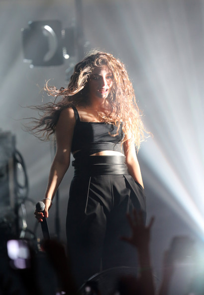 More Pics of Lorde Crop Top (1 of 56) - Tops Lookbook - StyleBistro [performance,entertainment,performing arts,singing,lady,stage,music artist,singer,concert,event,lorde performs live,dunedin,dunedin town hall,new zealand,lorde]