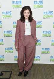 Lorde completed her attire with a pair of black leather lace-ups.
