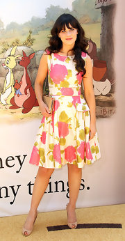 Zooey Deschanel complemented her vintage-style dress with feminine nude peep-toes with bow-adorned heels.