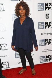 Alfre Woodard sported a breezy ensemble, consisting of gray skinnies, a loose blouse, and thong sandals, at the New York Film Festival.