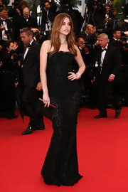 Barbara Palvin casually held on to a sophisticated satin clutch with gold hardware at the premiere of 'All is Lost.'
