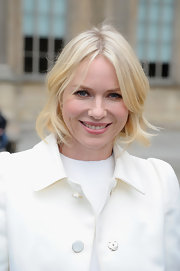 Naomi Watts' blonde, wavy tresses looked pretty and soft at the Louis Vuitton runway show in Paris.