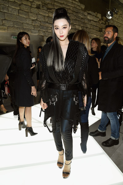 Fan Bingbing sealed off her edgy look with black and silver platform sandals.