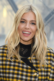 Sienna Miller looked oh-so-pretty with her boho blonde waves at the Louis Vuitton Fall 2019 show.