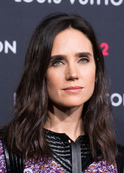 Jennifer Connelly looked retro with her subtly wavy, center-parted 'do at the Louis Vuitton Series 2 exhibition.