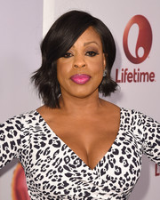 Niecy Nash attended the screening of 'Love by the 10th Date' wearing a sweet wavy hairstyle.