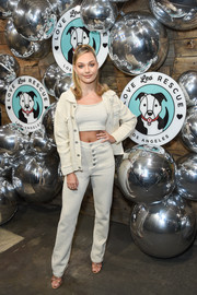 Maddie Ziegler teamed her crop-top with white knit pants.