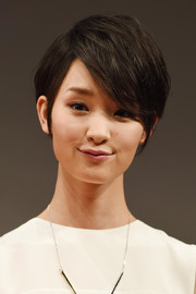 Ayame Goriki looked super cool with her textured emo bangs at the 'Love, Rosie' Tokyo premiere.