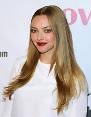 Amanda kept her shining blonde tresses sleek and smooth at the 'Lovelace' premiere in Las Vegas.