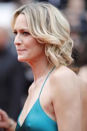 Robin Wright kept it casual with this short curly 'do at the Cannes Film Festival screening of 'Loveless.'