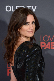 Penelope Cruz attended the Madrid premiere of 'Loving Pablo' wearing her hair in beachy waves.