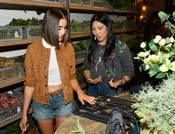 More Pics of Olivia Culpo Leather Tote (1 of 11) - Olivia Culpo Lookbook - StyleBistro [lucky brand presents lucky lives on fw 2017 preview,plant,houseplant,flower,jeans,floristry,floral design,art,olivia culpo,california,los angeles,l]