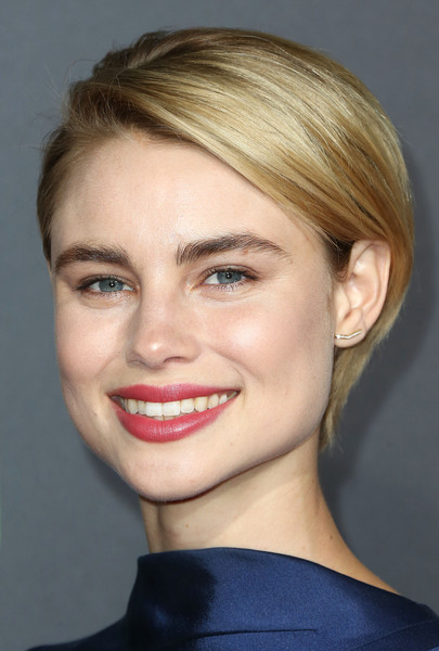 Lucy Fry Short Side Part