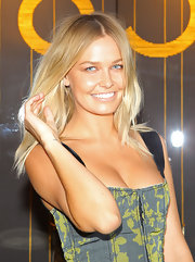 Lara Bingle showed off her center part golden locks while hitting the Louis Vuitton store opening.