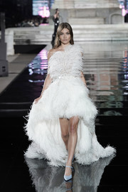 Grace Elizabeth cut a flamboyant figure in a feather-festooned one-shoulder gown by Oscar de la Renta at the LuisaViaRoma CR runway show.