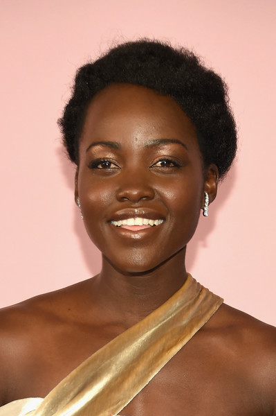 Lupita Nyong'o Short Curls [hair,face,hairstyle,eyebrow,skin,black hair,beauty,forehead,chin,lip,arrivals,lupita nyongo,hammerstein ballroom,new york city,cfda fashion awards]