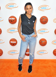Emmanuelle Chriqui finished off her sporty look with black Nike sneakers.