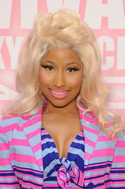 Nicki Minaj attended the MAC Cosmetics Viva Glam party wearing extremely long feathered lashes.