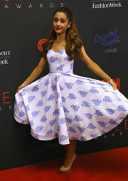 Ariana Grande looked very girly at the Style Awards in a white and blue fit-and-flare print dress.