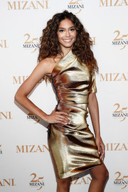 Heidy De La Rose was a knockout in this gold one-shoulder cocktail dress during the Mizani 25th anniversary event.