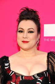 Jennifer Tilly glammed it up with this pompadour at the 2017 MOCA Gala.