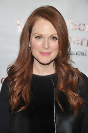 Julianne Moore wore her hair in long layered waves at a performance of 'Freckleface The Musical.'
