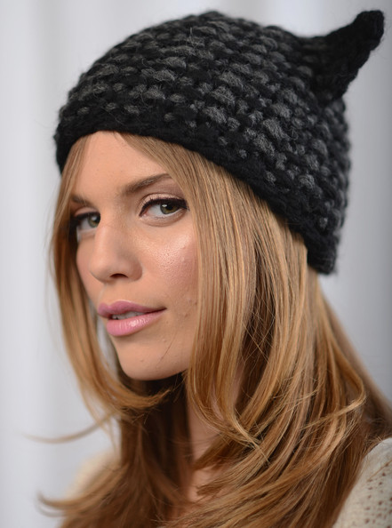 More Pics of AnnaLynne McCord Knit Beanie (2 of 9) - Winter Hats Lookbook - StyleBistro