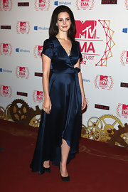 Lana looked rather demure in this navy silk wrap-dress at the MTV EMAs.
