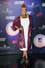 Emelie Sande styled a white slip dress with an embroidered purple coat for the MTV EMAs.