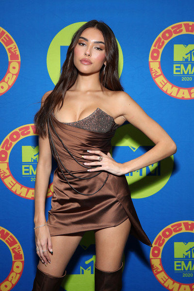 Madison Beer wore a delicate link bracelet by Shay Jewelry at the 2020 MTV EMAs.