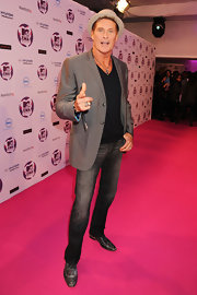 You've got to hand it to David Hasselhoff for his energetic red carpet demeanor. The tall actor looked right on trend in a pair of gray slim fit jeans, faded lace-up oxfords and a dove gray blazer. A fedora took Hasselhoff's look to the next level.