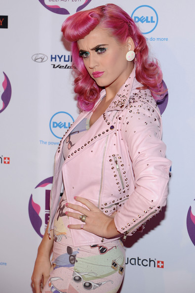 More Pics of Katy Perry High Heel Oxfords (5 of 17) - Oxfords Lookbook - StyleBistro [pink,clothing,beauty,lip,skin,fashion,magenta,fashion design,eyelash,outerwear,mtv europe music awards,odyssey arena,belfast,northern ireland,katy perry,arrivals]